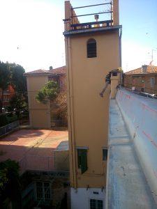 Montaggio parapetti provvisori in via delle Fragole 2