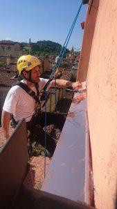 Montaggio pensilina in rame in via delle tovaglie a Bologna 3